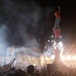 Castell humà al Poble Sec, enmig del concert d'Obrint Pas