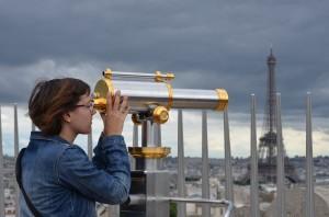 Noelia buscant la Torre Eiffel